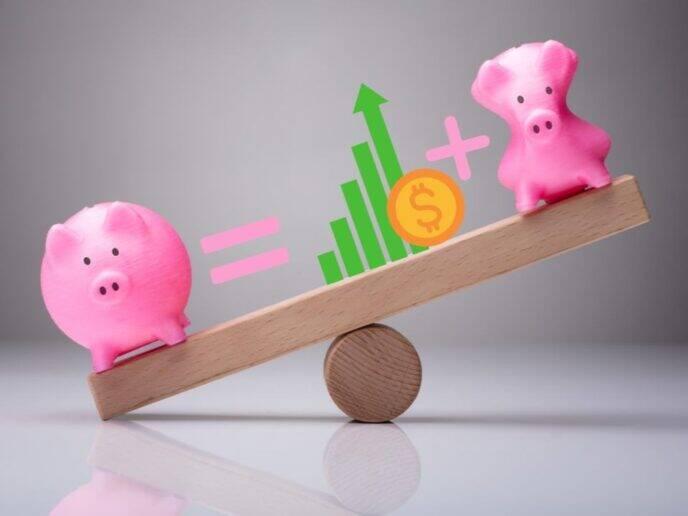 dois porquinhos em uma gangorra representando como poupar dinheiro