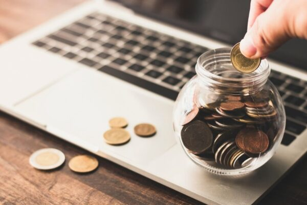 Imagem representando o tema diferença entre poupar, economizar e investir dinheiro