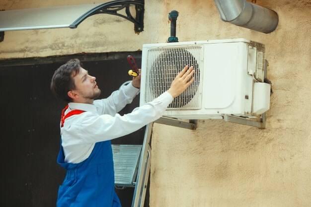 Pessoa com um condicionador de ar