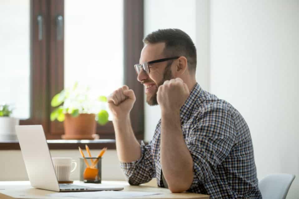 Como ganhar dinheiro respondendo pesquisas? Conheça os 9 melhores sites e aumente sua renda!