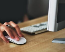 Em busca de uma oportunidade profissional? Conheça os 4 melhores sites de emprego!