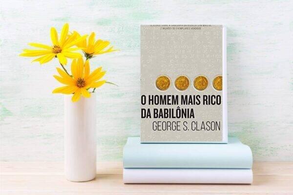 Imagem com o livro homem mais rico da babilônia