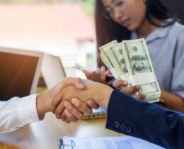 Como calcular juros de empréstimo? Conheça as taxas e fórmulas envolvidas no cálculo!