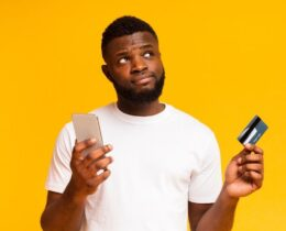 O que é crédito rotativo? Descubra como funciona e como não cair no rotativo do cartão!