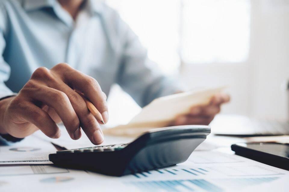 impostos calculando