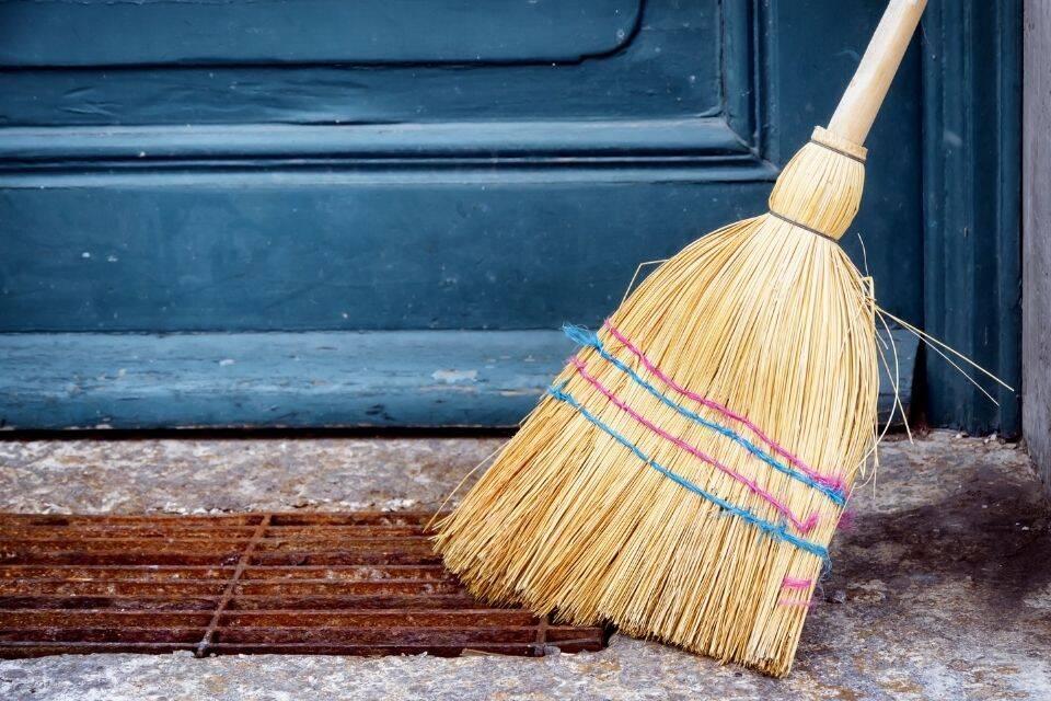 Vassoura para limpar a casa
