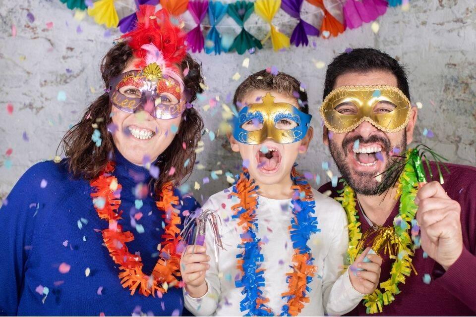 Família curtindo o carnaval